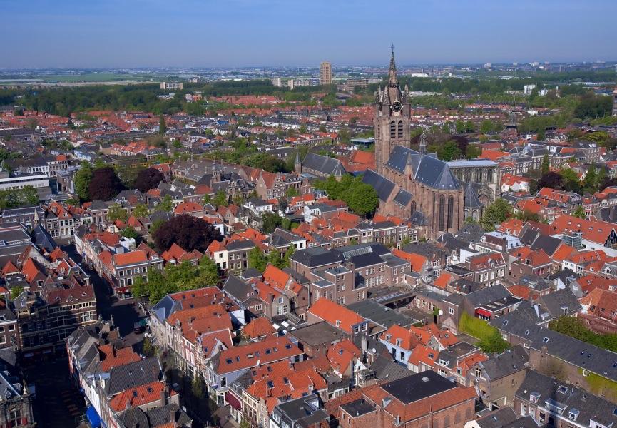 Vista de la Oude Kerk desde la Nieuwe Kerk de Delft