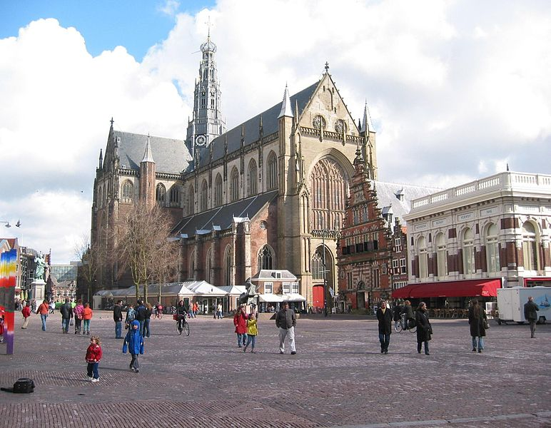Plaza del Grote Markt con la Sint Bavokerk