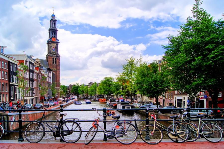 Prinsengracht con la Westerkerk al fondo